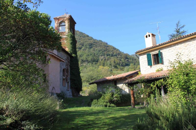 Chiesa ignano 1778 Country House in historic Borgo, Ferienwohnung in Monghidoro
