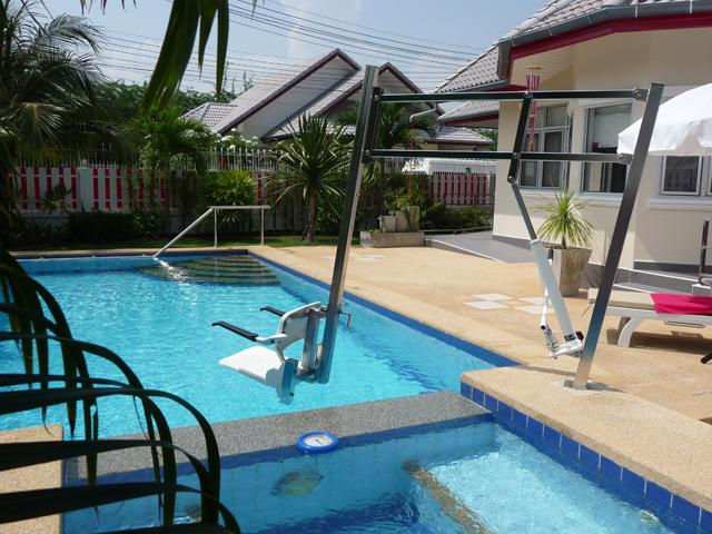 Pool and whirlpool with pool hoist