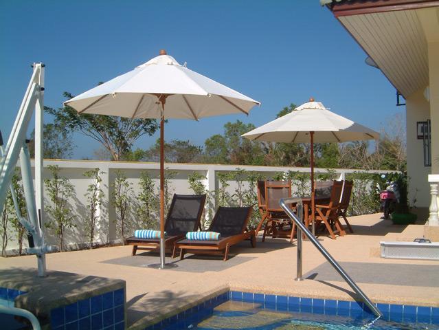 Sunbeds, umbrellas and pool towels