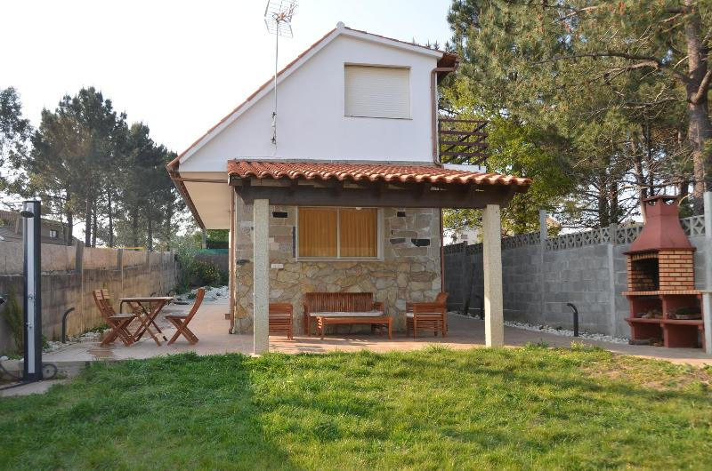 Villa near the beach in Sanxenxo (northwest Spain), location de vacances à A Lanzada