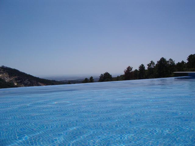 Infinitas vistas mientras nadando en la piscina!