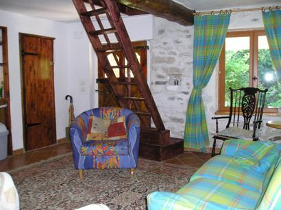 The comfortable lounge with TV & a beautiful Indian Wool Carpet, sitting for 5 people.