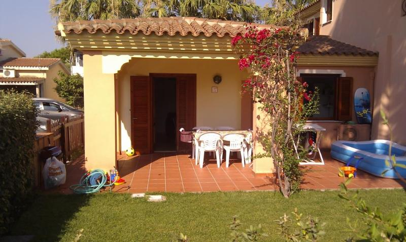 San Teodoro: house with garden in the city center, vacation rental in San Teodoro