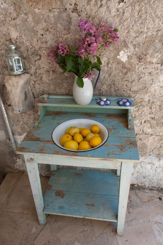 Shabby chic details on the terrace