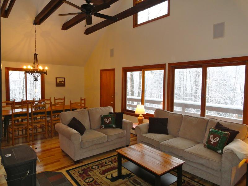 The 'Okemo House' at Clocktower - WALK TO SKI TRAIL! Private Home w/ Hot Tub, vacation rental in Ludlow