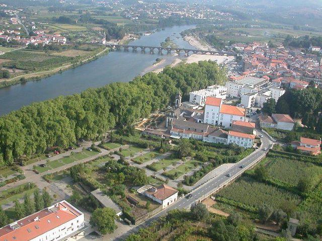 Cidade de Ponte de Lima, e rio Lima