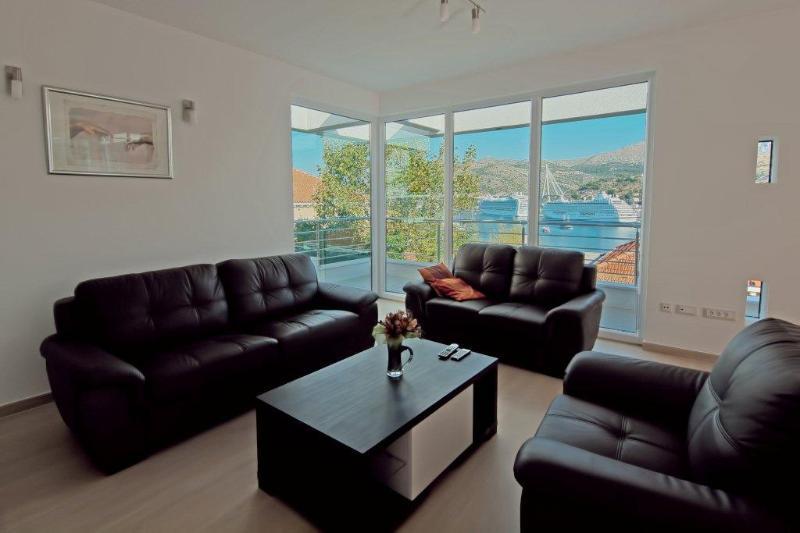 Living Room & Cruisers
