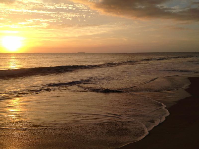 Atardecer en la playa de Corcega