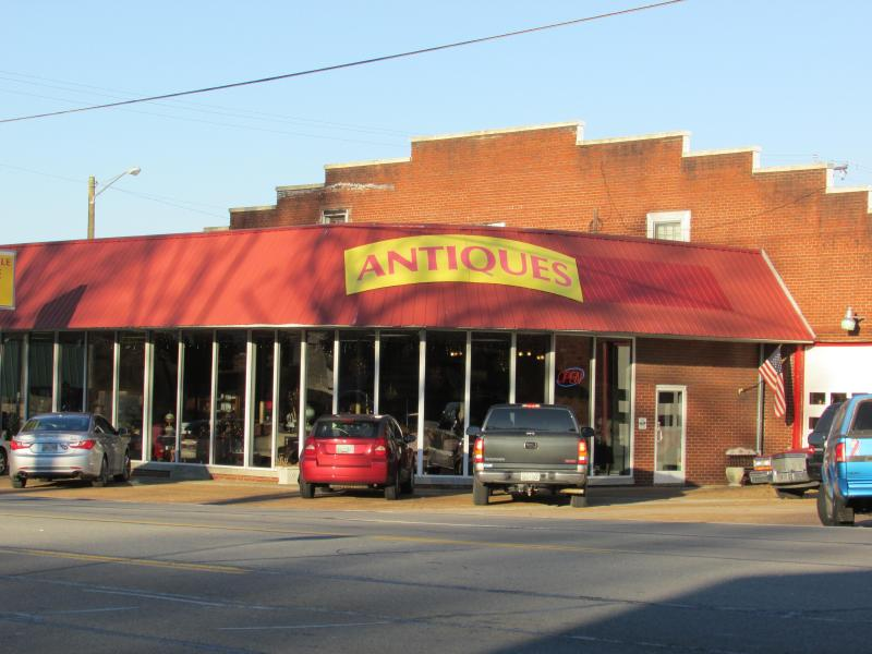 Antique Distrist in Goodlettsville, minutes from the house!