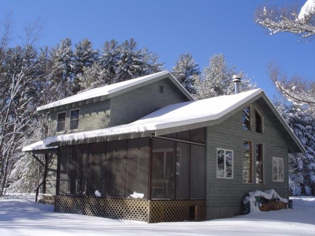 Breezes in winter. This house has central heat and is great for ice fishing on the lake as well.