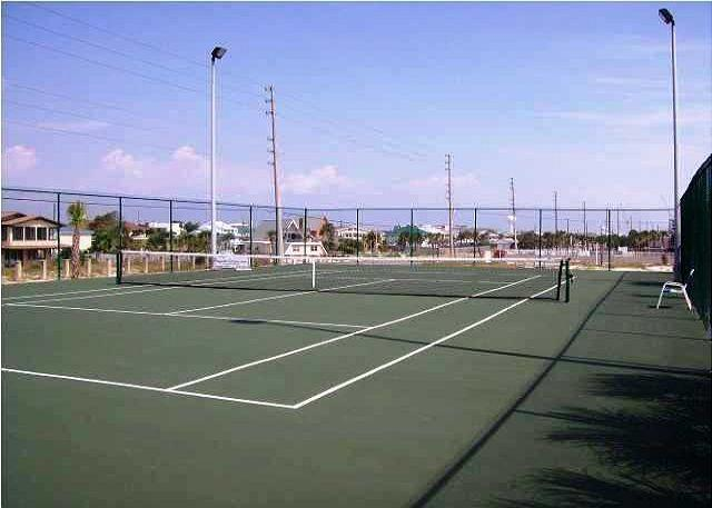 I can not play tennis, but if I could I would here.