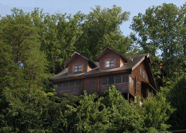 Lovely Log Townhome 'Dolly's Dream' Pigeon Forge