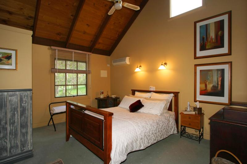 Trawool Cottages -  Pet friendly available, vacation rental in Seymour
