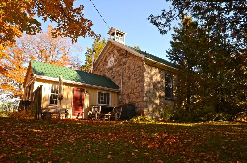 Ebenezer Schoolhouse a historic beauty, location de vacances à Markdale