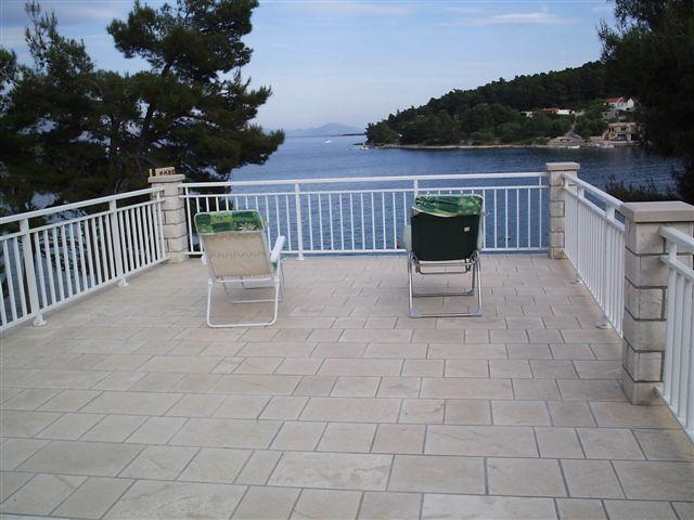 Apartment Nobilo2 near sea shore, vacation rental in Lumbarda