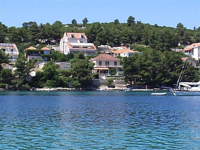Apartment Nobilo1 near sea shore, vacation rental in Lumbarda