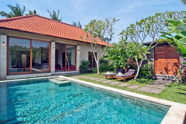 Villa bom Karma piscina e vista para o jardim