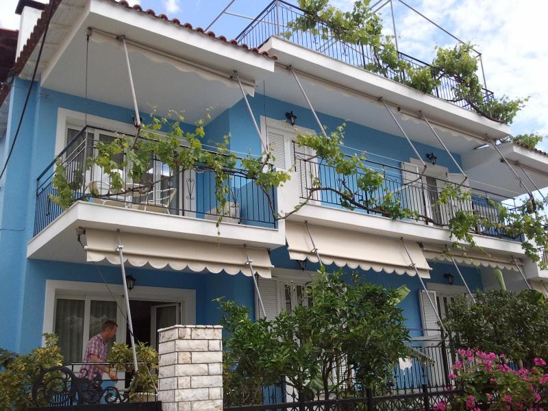 POSEIDON Apartments, holiday rental in Skala