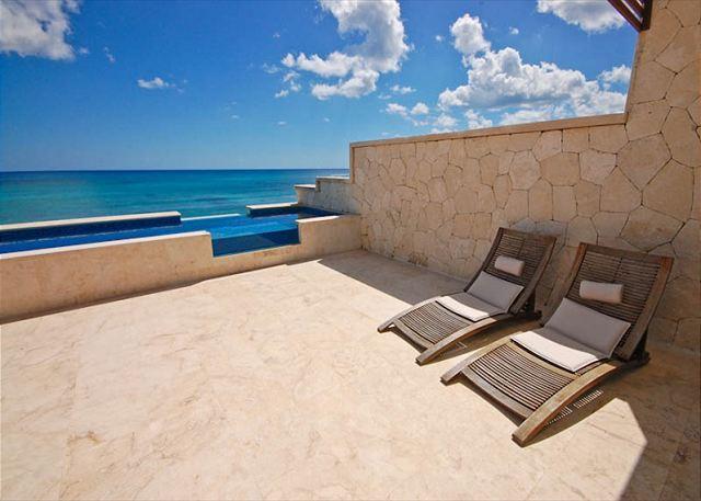 Casa Coral luxury beachfront penthouse apartment on Jade Bay, Ak