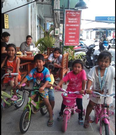 La banda de moteros tailandés Krung Soi