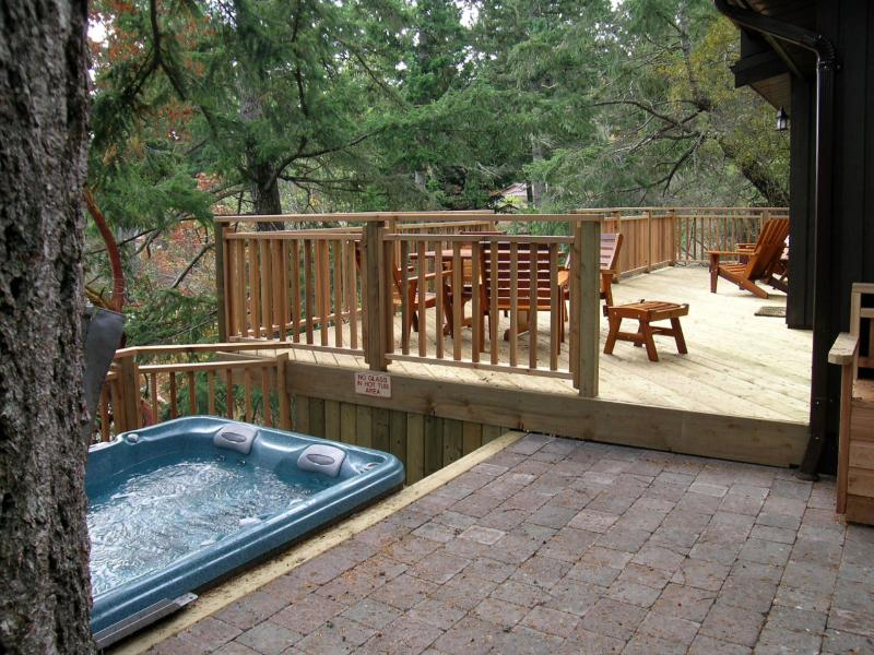 Hot tub in a great location