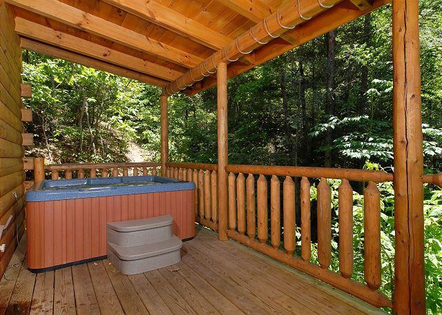 Pine Cove Hideaway # 1816- Hot tub