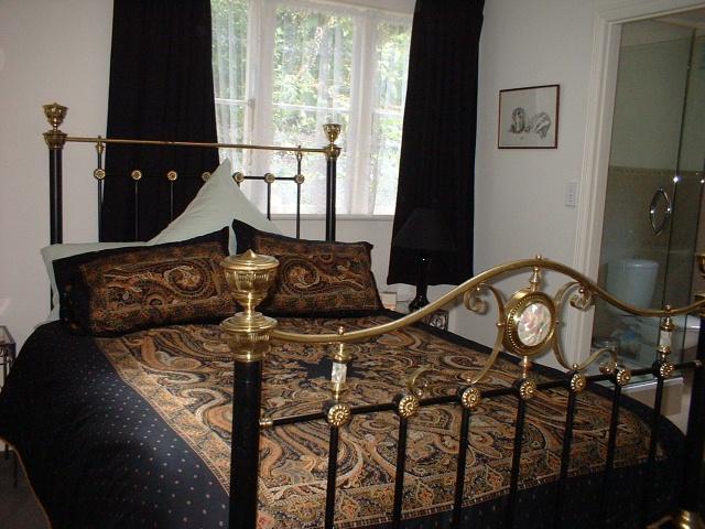 Devonia Cottage Bedroom