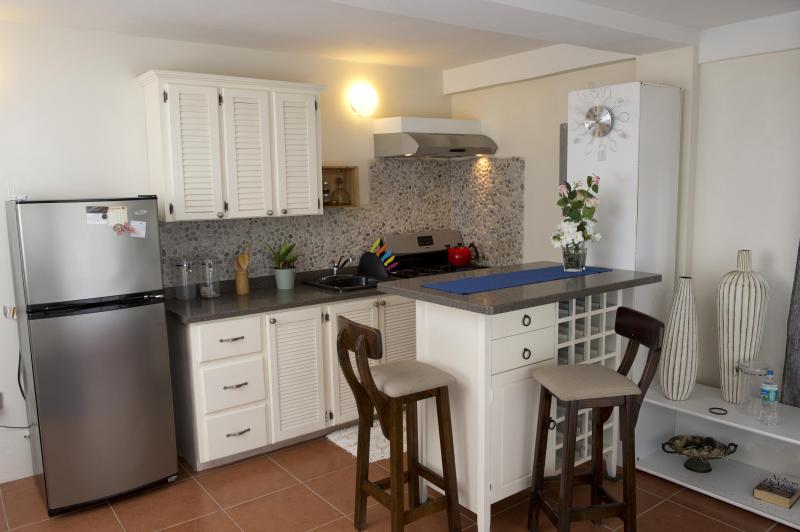 Kitchen: Stove, oven, kettle, coffee machine, fridge, toaster, microwave and kitchen utensils