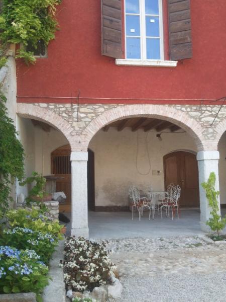 facciata principale del casale