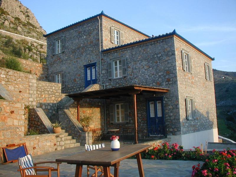 las dos casas de piedra en alquiler FIVOS + ATHINA
