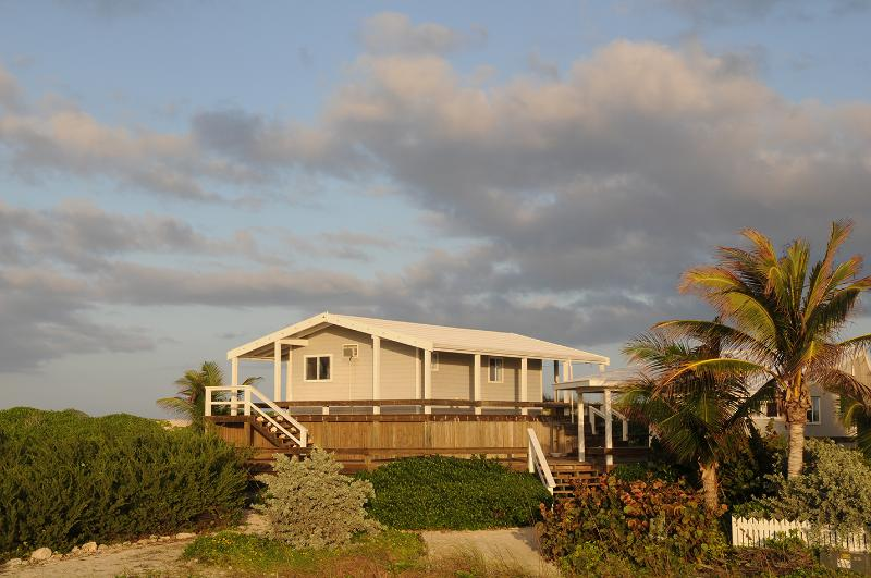 Top Deck Cottage near Hope Town Abaco Bahamas (Post Dorian), alquiler de vacaciones en Lubbers Quarters