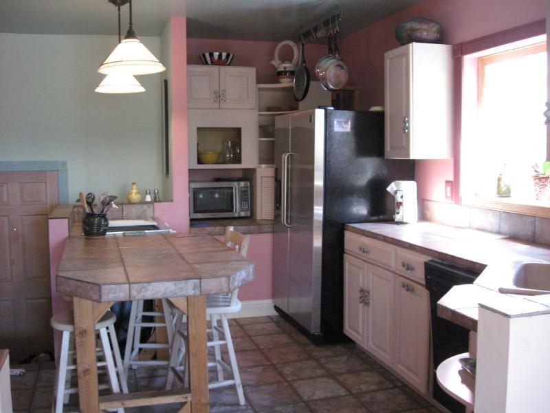 Cucina completamente attrezzata con mangiare spazio, Jenair frigorifero doppia porta stufa, forno, forno a microonde & più