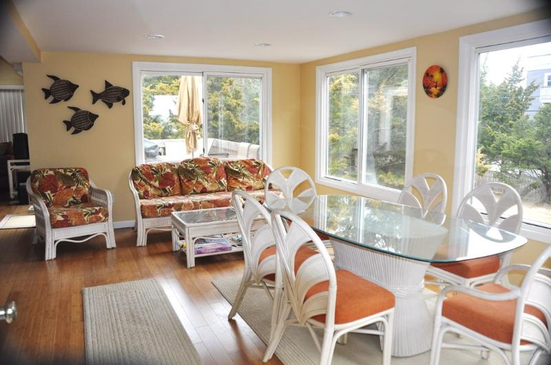 Bright open dining area with great sunsets