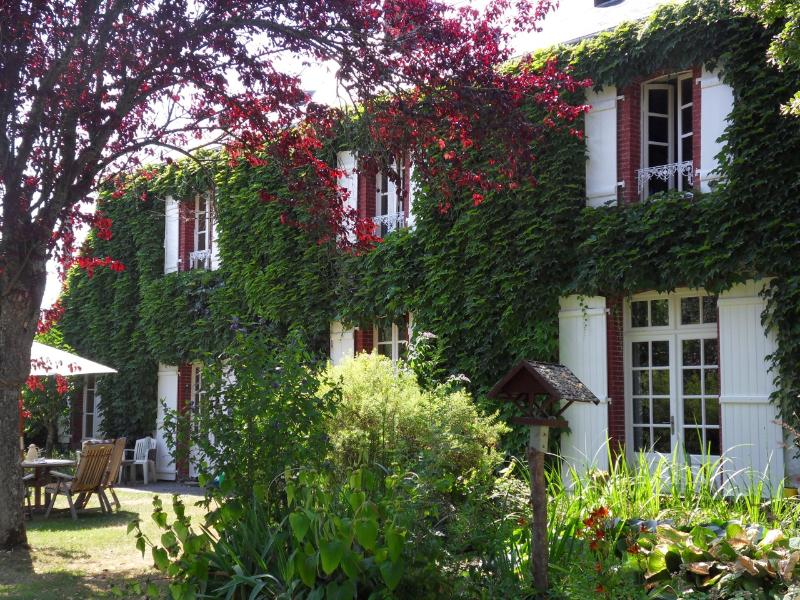 Veï Lou Quéri - Charming B&B in centre of France, vacation rental in Creuse