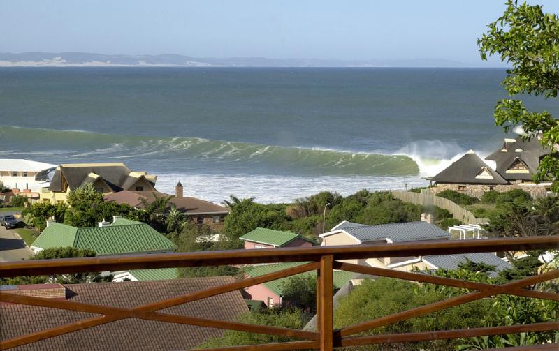 Jeffreys Bay Surf View Flat, 'Tubes', holiday rental in Saint Francis Bay