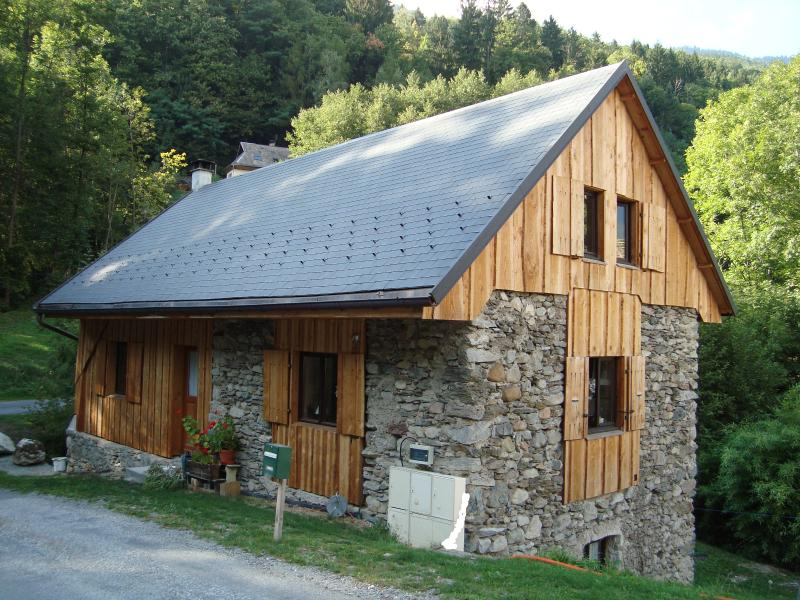 Charming, spacious property on 3 levels with garden in the Alps, holiday rental in Chamousset