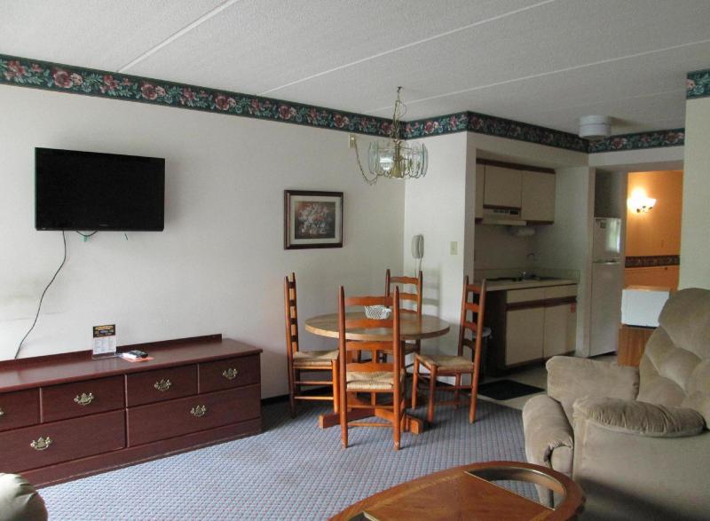 Living Room/ Flat Screen Tv