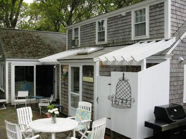 Outdoor Shower and Patio for Dining
