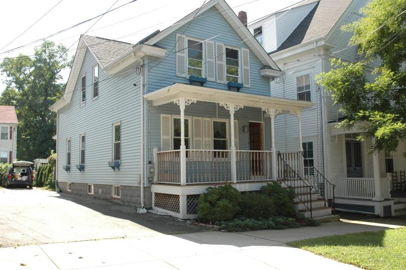 Charming home in the heart of Historic Bristol, vacation rental in Warwick