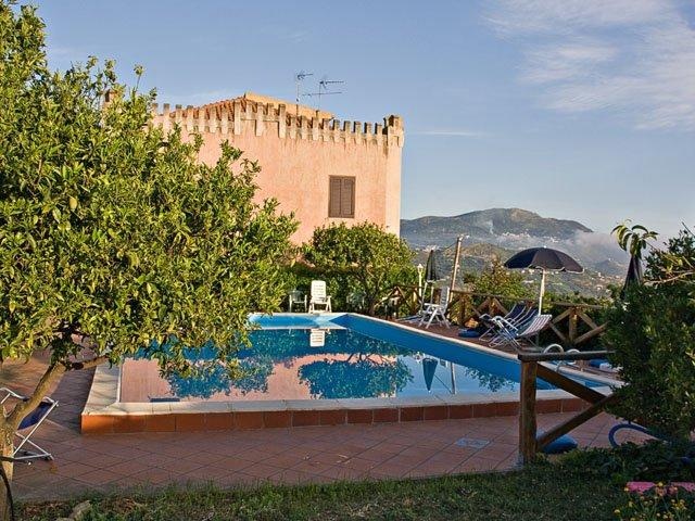 Rental house with swimming pool in Sicily: Villa Rica