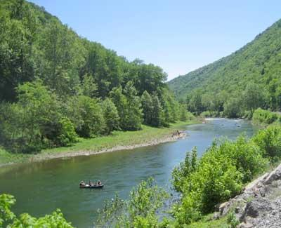 Guests also enjoy water sports on the South Branch of the Potomac, North River and Cacapon River