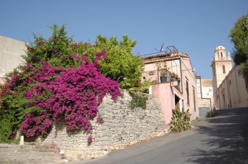 GIARDINO dei SOSPIRI LOFT Old Town, vacation rental in Ragusa