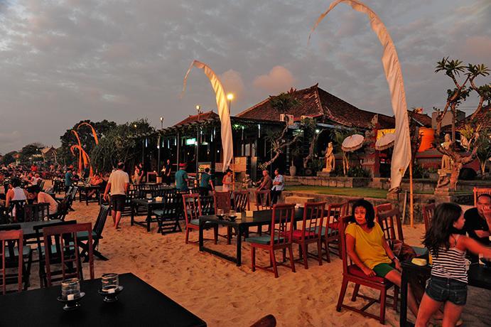 Cafés pez & pescados y mariscos en la playa de Jimbaran