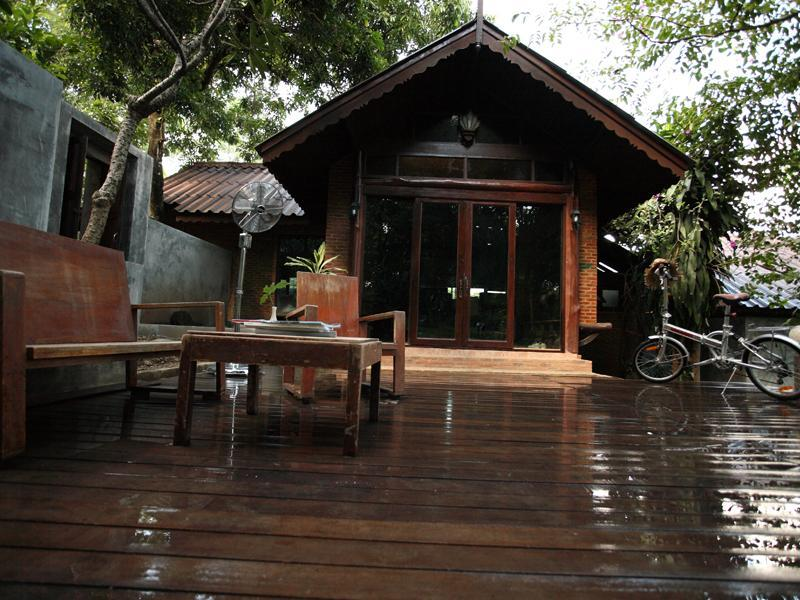 Nature Holiday Home Stay closest to city center, alquiler de vacaciones en Ban Pong