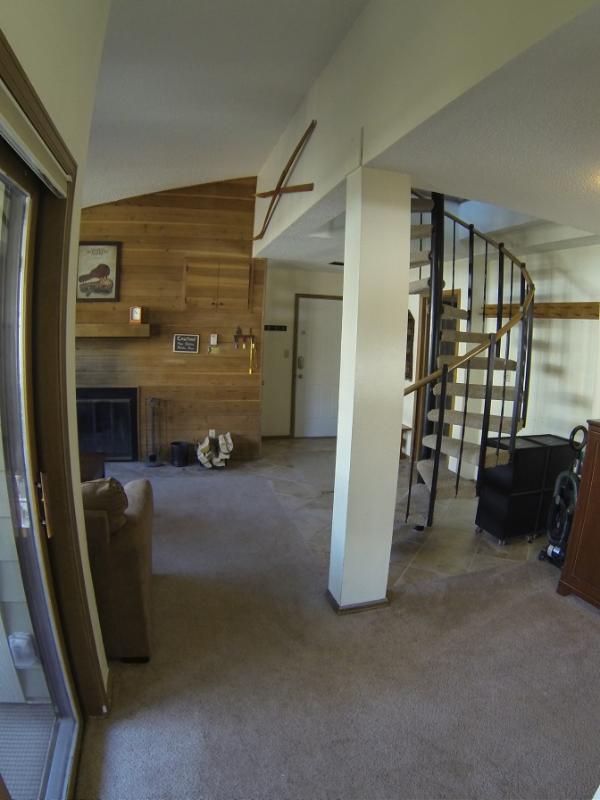 Brennholz Kamin mit Kostenloses Brennholz bereitgestellt durch die Anlage.