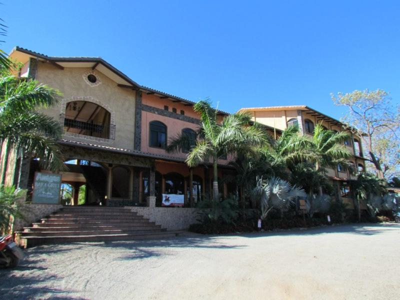 Front view of Plaza Tierra Pacifica