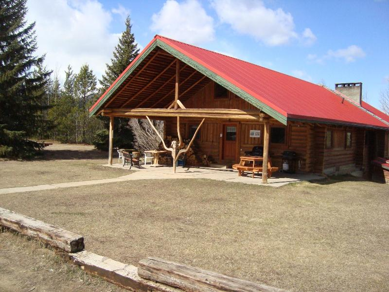 Large Holiday home in the Rockies!, holiday rental in Valemount