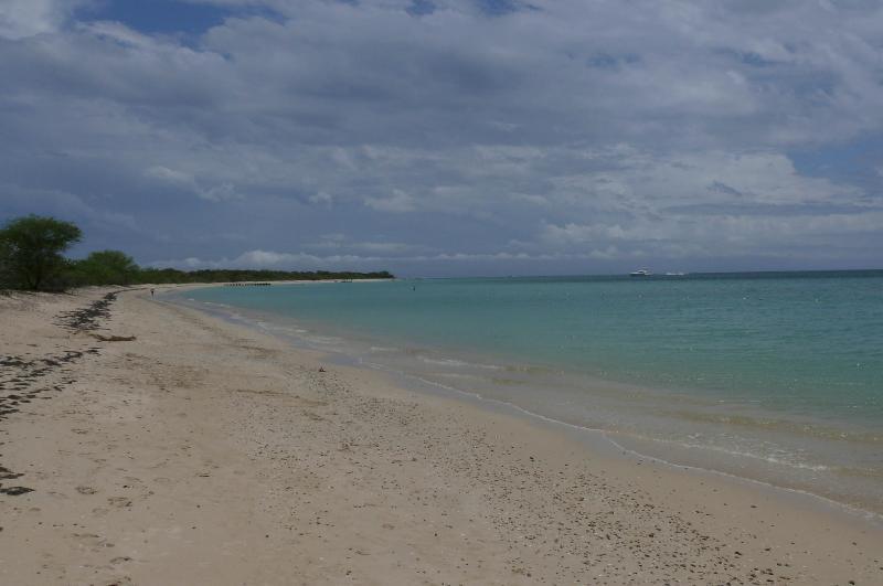 Sous-développés sable blanc plage Combate