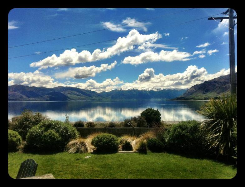 The Black Shack- Absolute Lakefront Absolute Bliss, holiday rental in Lake Hawea