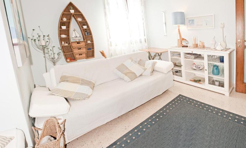 Apartment 2-4 p. 30 mt sea & 8 km Pisa, alquiler vacacional en Marina di Pisa
